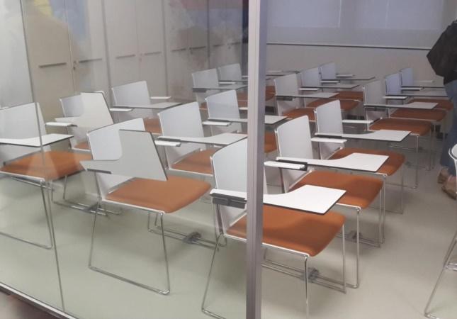 Sala corsi con le sedie Multi con tavoletta